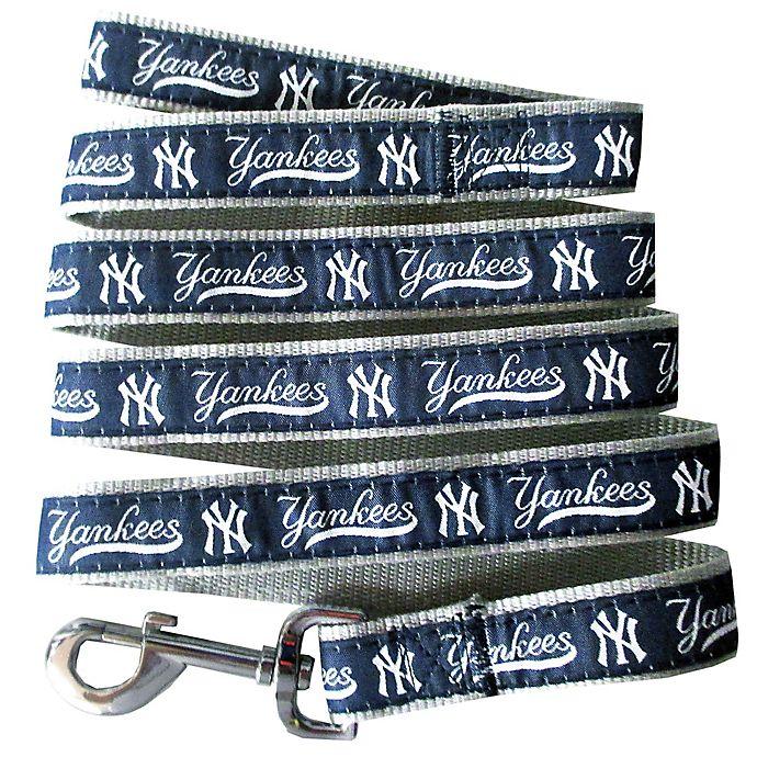 Alternate image 1 for MLB New York Yankees Small Pet Leash