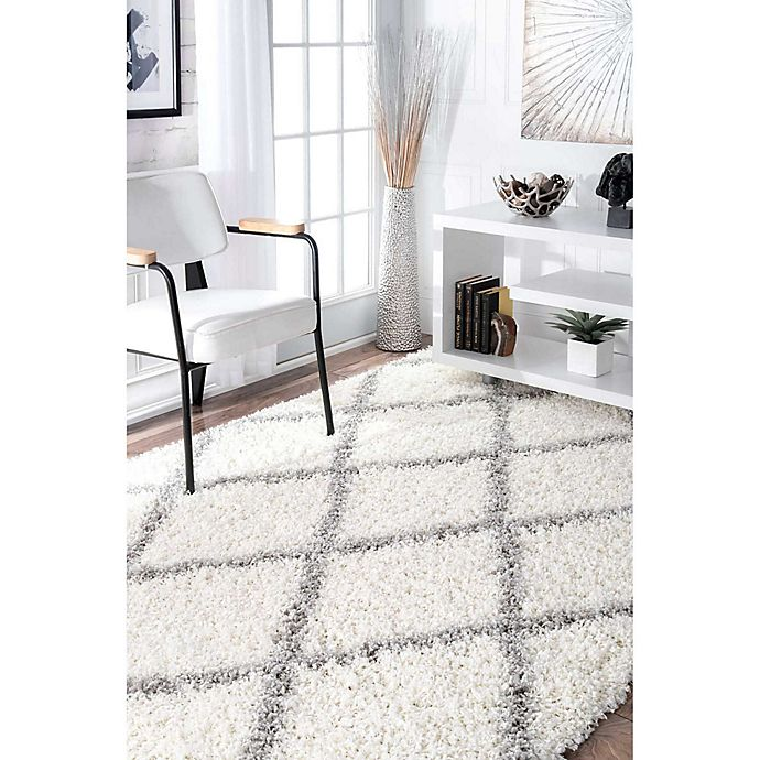 Alternate image 1 for nuLOOM Shanna Shaggy Rug in White