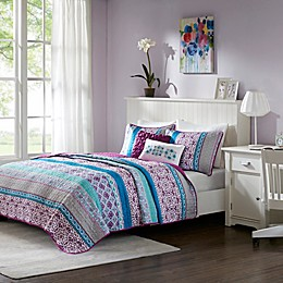 Intelligent Design Joni Coverlet Set