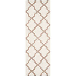 Safavieh Cambridge 2-Foot 6-Inch x 22-Foot Quatrefoil Rug in Ivory/Beige