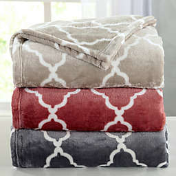 Great Bay Home Lattice Scroll Plush Blanket