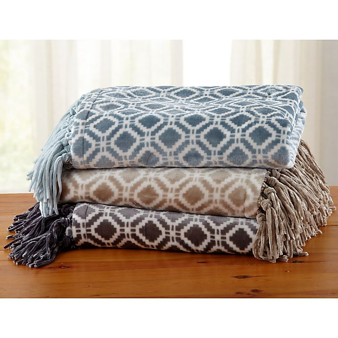 Alternate image 1 for Great Bay Home Liliana Fringed Ultra Plush Throw Blanket