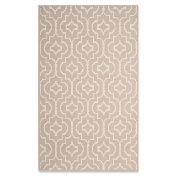 Alternate image 1 for Safavieh Montauk 4' x 6' Sascha Rug in Grey