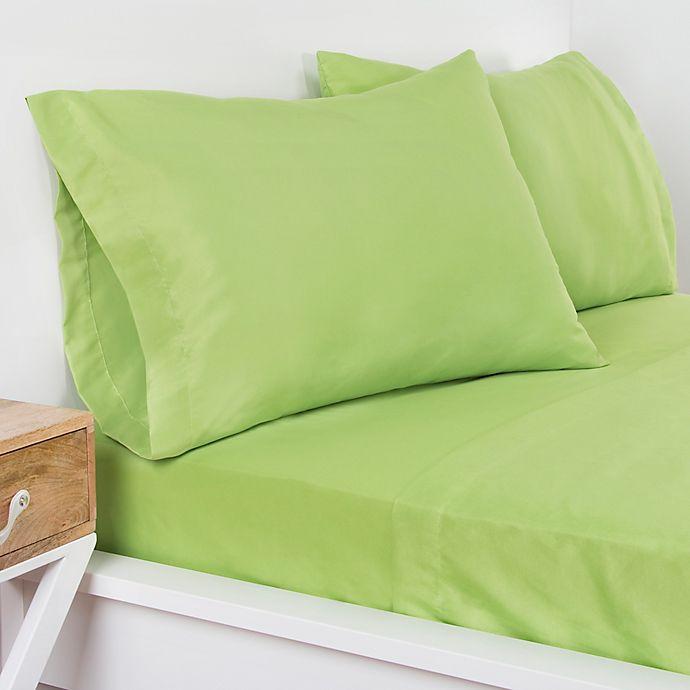 Alternate image 1 for Crayola® Microfiber Queen Sheet Set in Spring Green