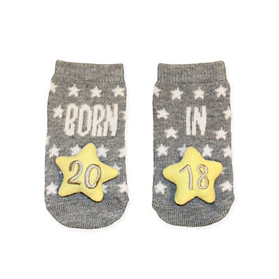 "Planet Kids Size 0-6M ""Born in 2018"" Socks with Star-Shaped Rattle in Grey"