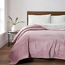 UGG® Avalon Sherpa Twin Throw Blanket in Pink