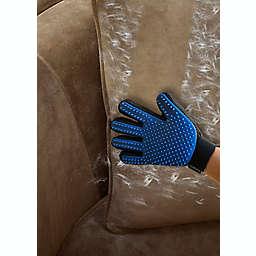Deshedding Glove in Red/Black
