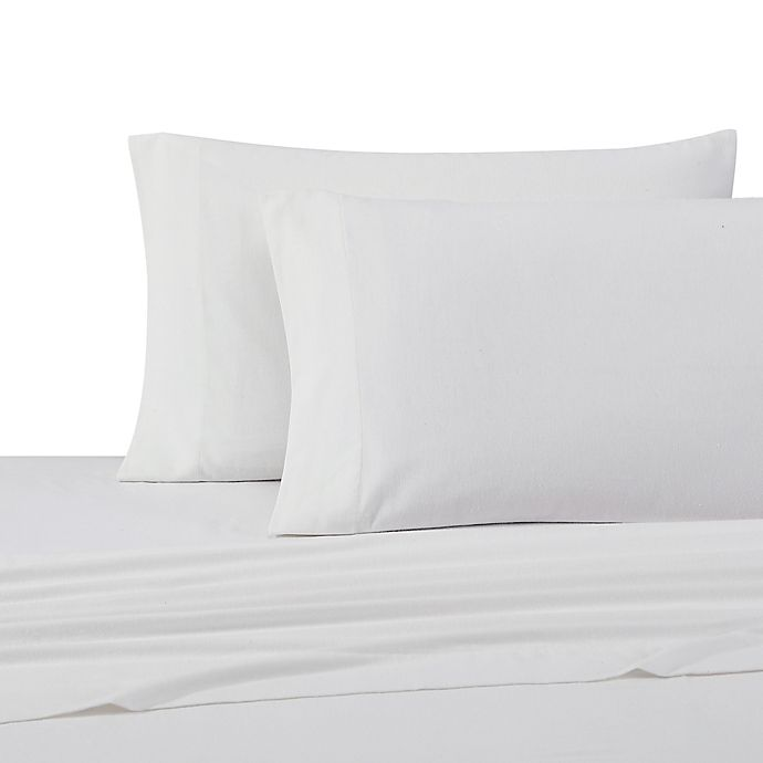 Alternate image 1 for UGG® Flannel Queen Sheet Set in Snow