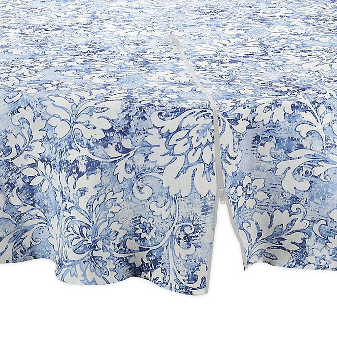 Alternate image 1 for Breeze Scroll Round 70-Inch Indoor/Outdoor Tablecloth with Umbrella Hole in Blue