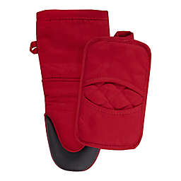 Our Table™ Everyday Neoprene Oven Mitt and Pot Holder Set in Red