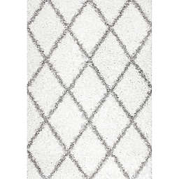 nuLOOM Shanna Shaggy 6-Foot 7-Inch x 9-Foot Area Rug in White