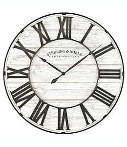 Reloj de pared de madera Sterling & Noble® Roman Grill color blanco