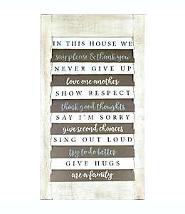 "Cuadro decorativo tipo persiana ""IN THIS HOUSE WE"" de madera, 81.28 x 45.72 cm"
