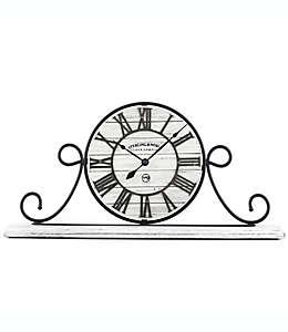 Reloj de hierro forjado Sterling & Noble™ Farmhouse Collection en blanco deslavado