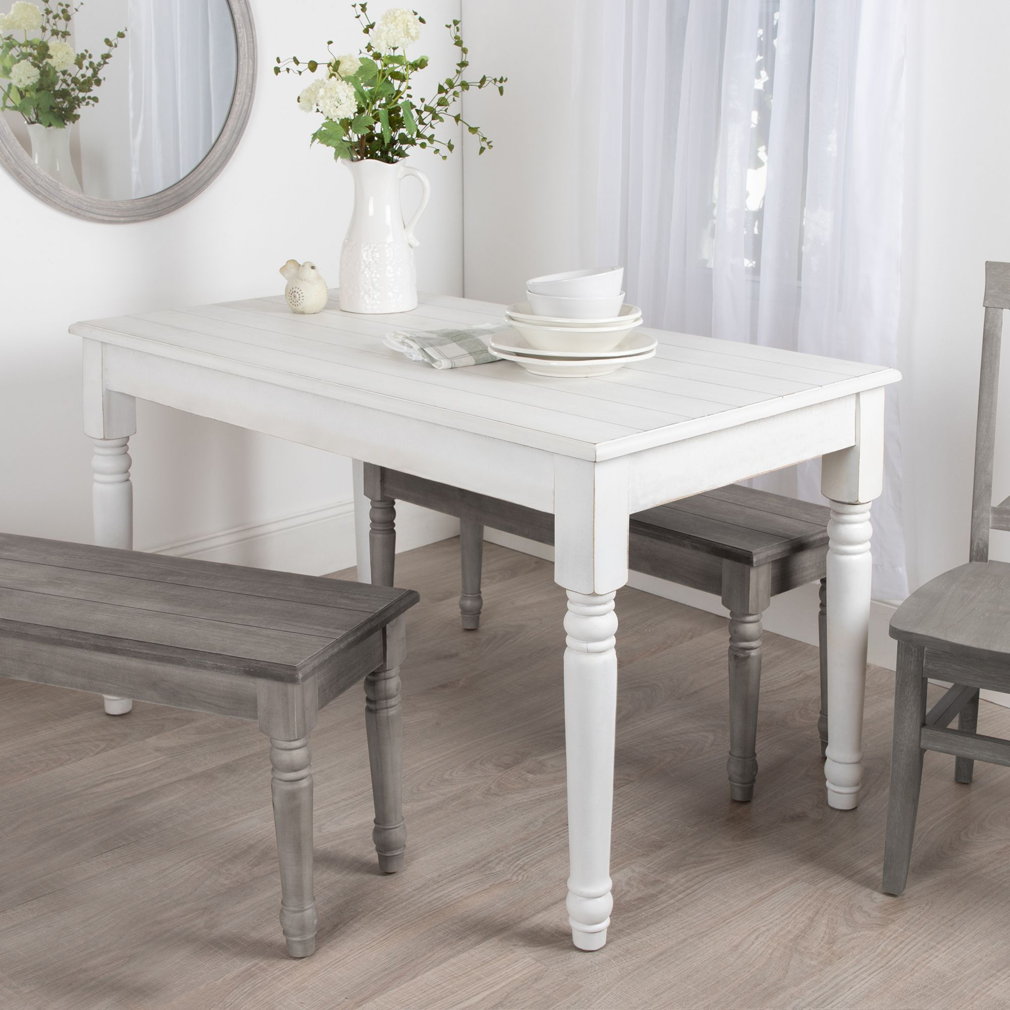 White farmhouse style dining table. #farmhousetable #diningtables #furniture