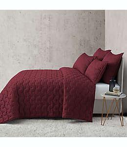 Colcha individual O&O by Olivia & Oliver™ con diseño en relieve en borgoña