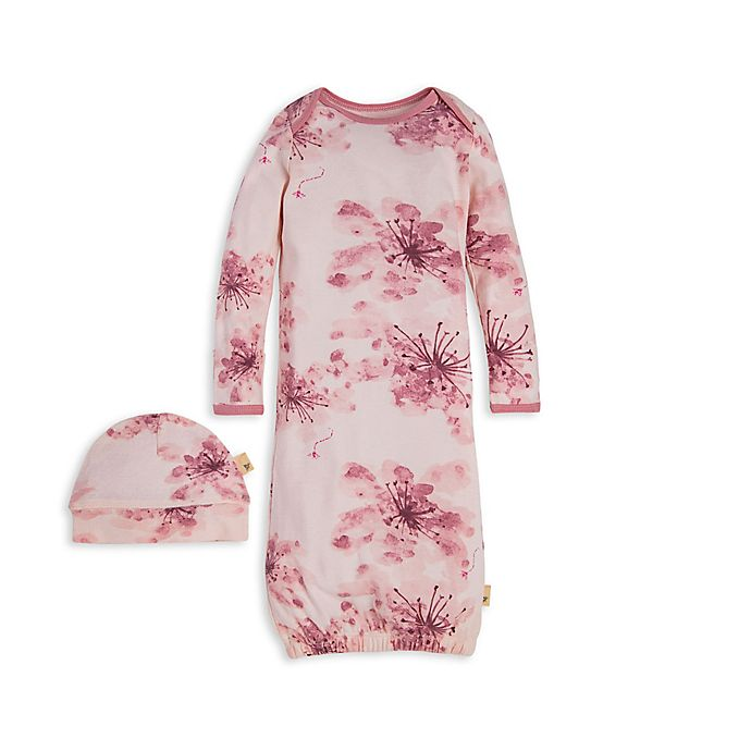 Alternate image 1 for Burt's Bees Baby® 2-Piece Organic Cotton Daylily Gown and Cap Set in Pink