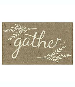 """Tapete decorativo Bee and Willow™ Home con frase """"Gather"""", 50.8 x 86.36 cm en café bronceado"""