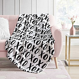 Envogue Hearts XOXO Throw Blanket