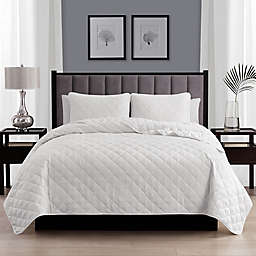 Cathay Home Home Basics 3-Piece King/California King Quilt Set in White