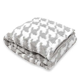 Tadpoles™ by Sleeping Partners Houndstooth Plush Blanket with Mink Fleece Microfiber Backing