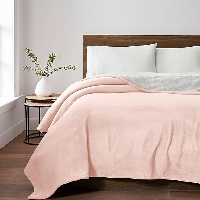 Alternate image 1 for UGG® Avalon Sherpa Twin Throw Blanket in Blush Sunset