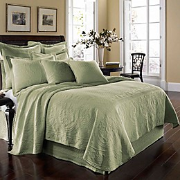 King Charles Matelassé Coverlet in Sage