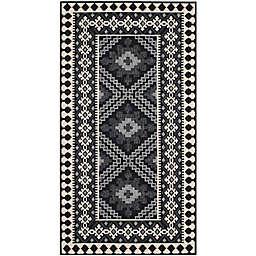 Safavieh Veranda Ronin 4' x 5'7 Indoor/Outdoor Area Rug in Black