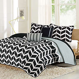 Intelligent Design Nadia Comforter Set In Purplegreywhite Bed