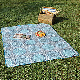 Medallion Indoor/Outdoor Throw Blanket in Light Blue