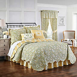 Waverly Paisley Verveine Reversible Quilt Set in Spring