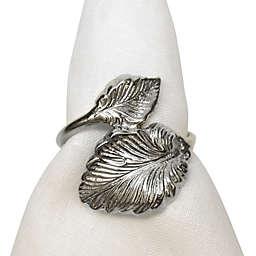 Leaf Motif Napkin Ring in Silver