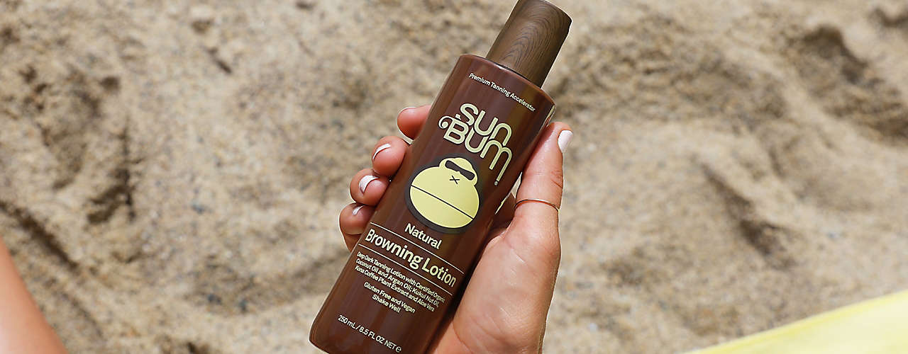 Achieve a summer glow while protecting and moisturizing skin.